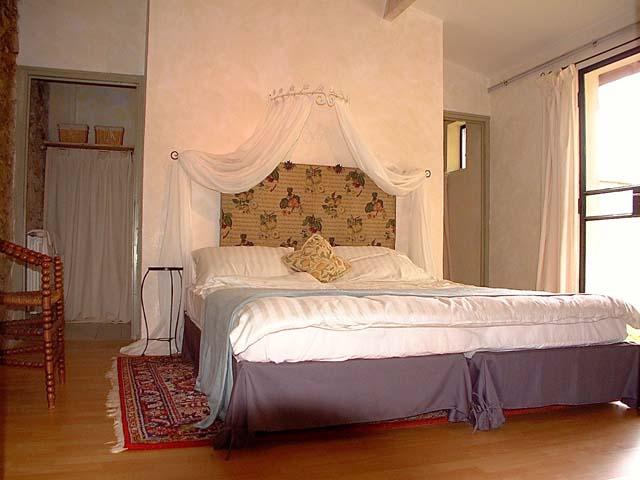 La grange master bedroom01